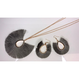 Lucy Cobb Tulula Jewellery Set - Silver Grey