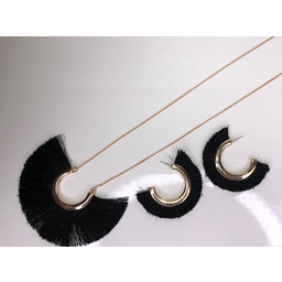 Lucy Cobb Tulula Jewellery Set in Black