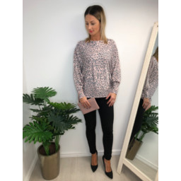 Lucy Cobb Aida Leopard Print jumper - Pink