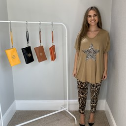 Lucy Cobb Leopard Star T-Shirt in Camel