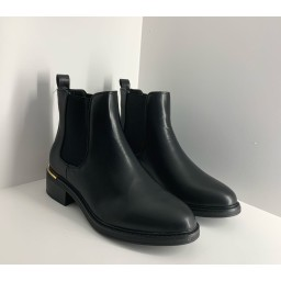 Lucy Cobb Footwear Classic Chelsea Boots in Black