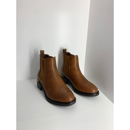 Lucy Cobb Shoes Classic Chelsea Boots - Tan