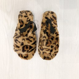Lucy Cobb Shoes Huggy Faux Fur Slippers in Leopard Print