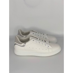 Lucy Cobb Footwear Alexis Trainers in Silver